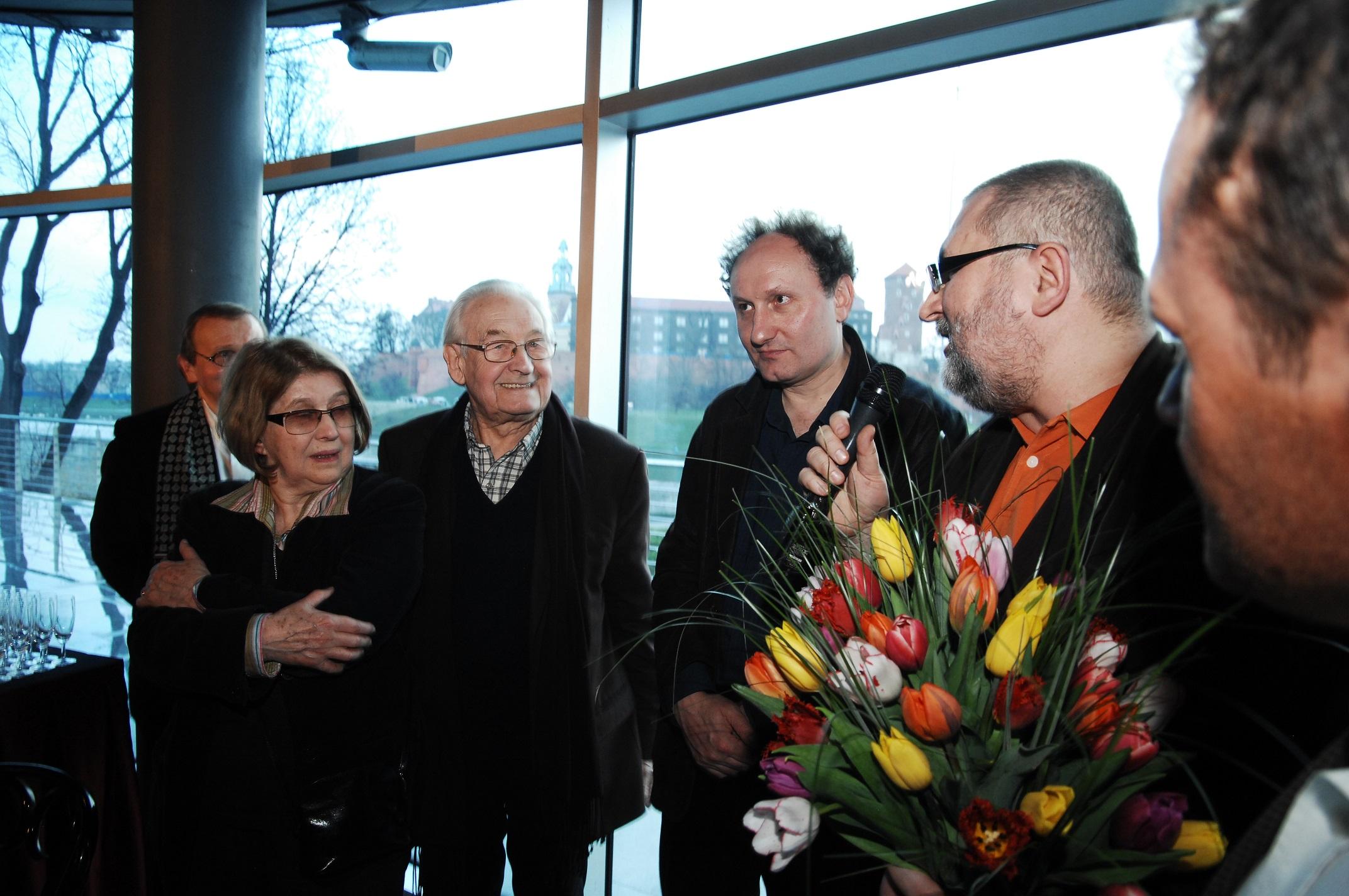 """Krystyna Zachwatowicz, Andrzej Wajda, Artur Więcek, Witold Bereś i Krzysztof Burnetko. fot. Piotr """"Uss"""" Wąsowicz"""
