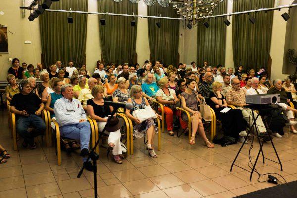 Podczas spotkania z autorami książki sala została zapełniona przez słuchaczy