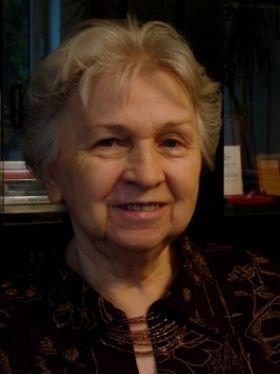 """Eulalia Rudak, założycielka Fundacji """"Moje Wojenne Dzieciństwo"""". W czasie okupacji mieszkała w Warszawie, po pobycie w obozie w Pruszkowie 12.08.1944 r. została wywieziona do obozu koncentracyjnego Auschwitz-Birkenau. Nadano jej numer 84628. W styczniu 1945 r. przekazano ją do obozu w Blankenburgu, gdzie pracowała przy odgruzowywaniu Berlina. W kwietniu 1945 r. doczekała wyzwolenia przez Armię Czerwoną. Ma dwóch synów i jest babcią dwójkiwnuków. (mat. fundacji)"""